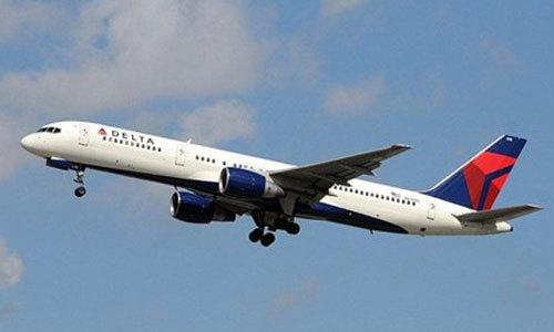 Chuyến bay bị hoãn vì phi cơ nồng nặc mùi cá