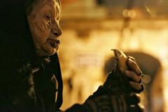 Đêm đông lạnh lẽo của người già trên phố Hà Nội
