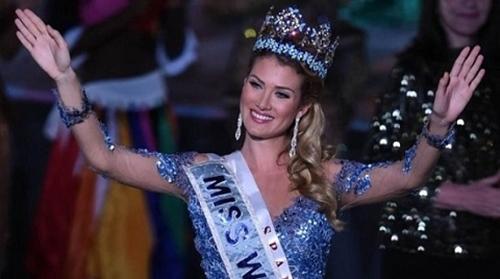 Hoa hậu Thế giới 2015 bị bạn học chê bai vì quá xấu