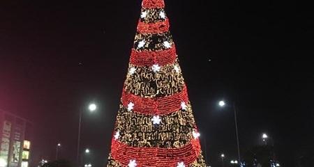 Khung cảnh Noel tráng lệ trong những khu nhà giàu Hà Nội