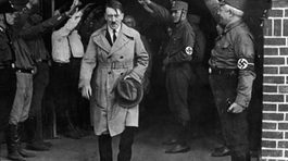 Tiết lộ khiếm khuyết sinh lý trùm phát xít Hitler luôn giấu kín