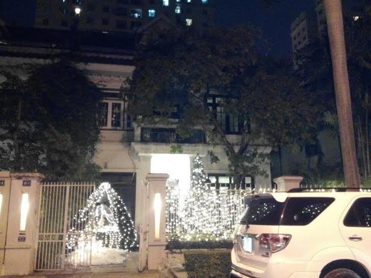 Noel tráng lệ trong những khu nhà giàu Hà Nội