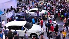 Ôtô tăng giá 30%: Cú lừa mùa Tết