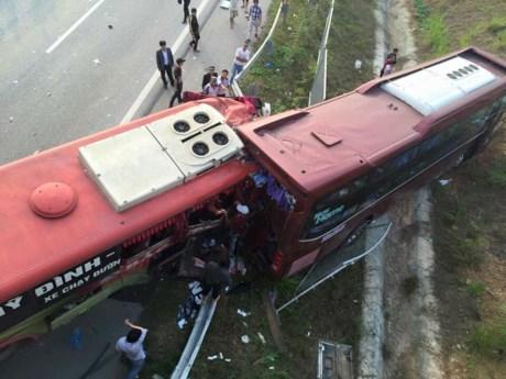 tai nạn giao thông, cao tốc nội bài lào cai, xe khách tông nhau