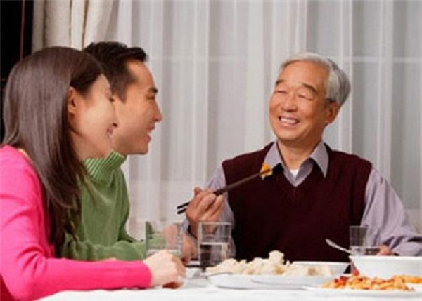 Sốc vì bố chồng gần 80 tuổi vẫn đòi lấy vợ mới