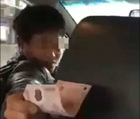 Tài xế taxi nhận 'tội' gian lận cước khi bị khách vạch trần