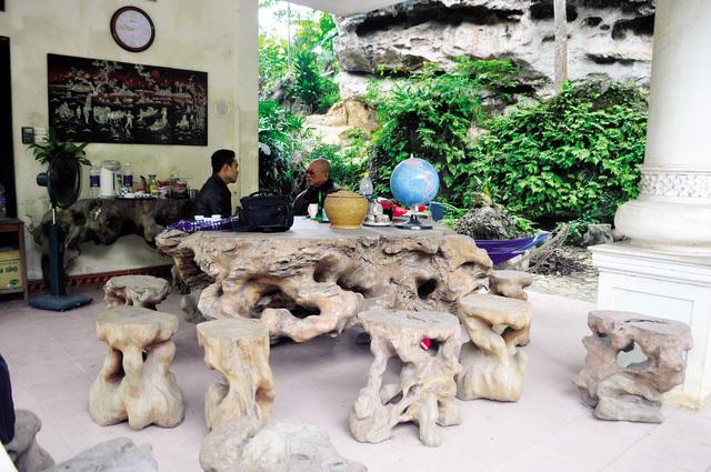 Bộ bàn ghế Gù Hương 3.500 tuổi ở Hòa Bình