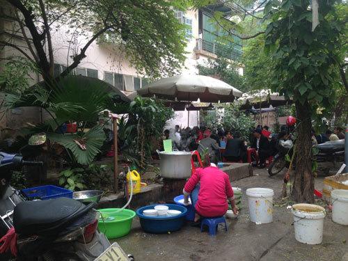 Dân văn phòng chen nhau ăn ở Trung Hoà -Nhân Chính