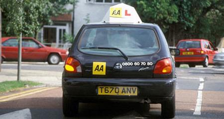 Thu phí học lái xe bằng... s.e.x