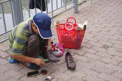 Hạnh phúc trong giá rét của 1 gia đình đánh giày ở Hà Nội