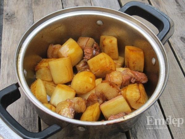 Cách làm thịt kho củ cải hao cơm ngày đông
