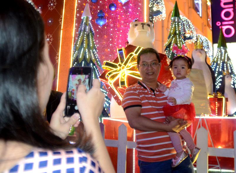 Sài Gòn rộn ràng đón Giáng sinh