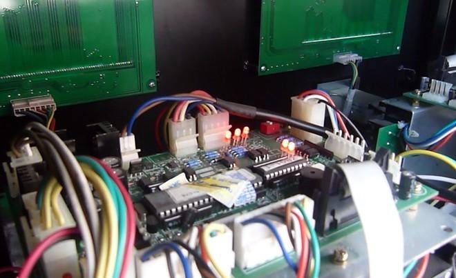 Hà Nội: Phát hiện 2 cây xăng gắn chip gian lận điều khiển từ xa