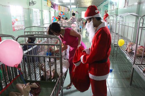 Giáng sinh ấm áp cho những đứa trẻ đặc biệt