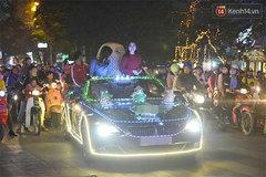 Clip xe BMW mui trần trang trí đèn rực rỡ lượn khắp phố Bà Triệu