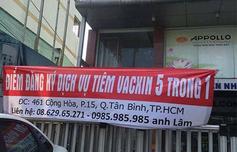 Bay từ TP.HCM ra HN xếp hàng chờ tiêm vắc xin
