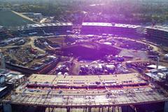 Trụ sở 5 tỉ USD của Apple sở hữu tấm kính cong lớn nhất thế giới