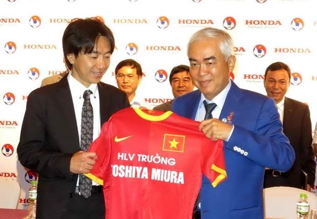 VFF không sa thải HLV Miura
