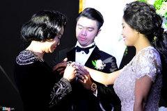 Mẹ chồng tặng ca nương Kiều Anh đồng hồ trong đám cưới