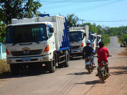 Nghẹt thở vì rác, dân ra đường chặn xe phản đối ô nhiễm
