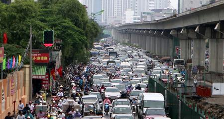 Không hạn chế ô tô, lấy đâu đường đi!