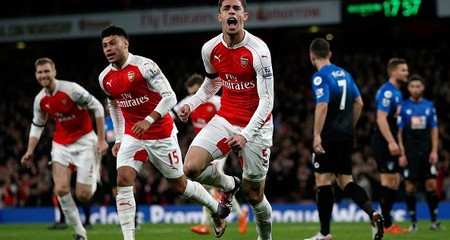 Ozil thăng hoa, Arsenal leo lên đỉnh bảng