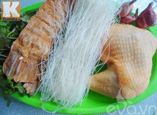Bữa sáng ngon miệng với bún gà nấu măng khô