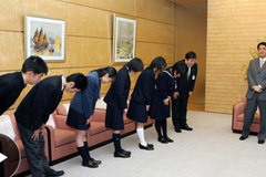 Nhật Bản tranh cãi việc đưa giá trị truyền thống vào lớp học
