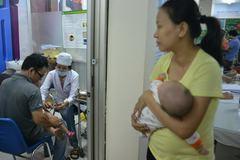 TPHCM: Tăng thêm 30 - 50 bàn điện thoại đăng ký vắc xin