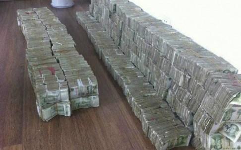 Choáng váng với trai trẻ xách 60 kg tiền xu đi mua xe