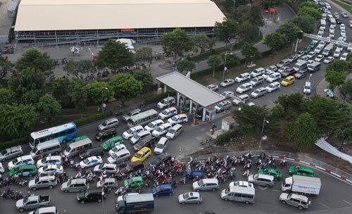 Bộ Quốc phòng 'giải cứu' Sân bay Tân Sơn Nhất