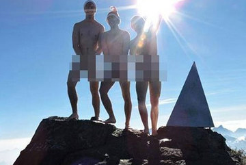 """Tổng cục Du lịch: """"3 khách Tây """"khỏa thân"""" trên đỉnh Fansipan là phản cảm"""""""