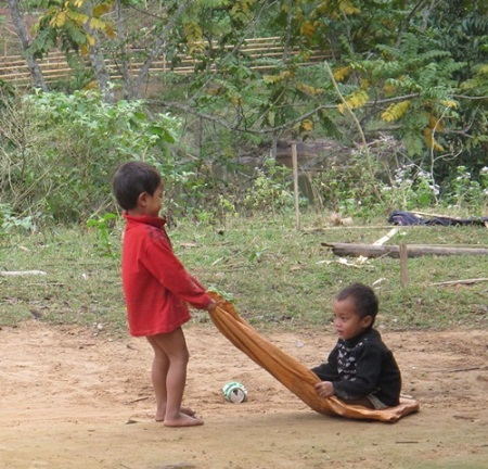 Xót lòng trẻ em Thượng Trạch môi tím bầm trong rét