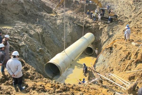 Đường ống nước sông Đà vỡ lần thứ 17