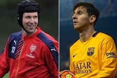 """Petr Cech """"doạ nạt"""" Messi ngày đầu năm"""