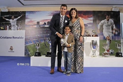 Ronaldo thách thức: 'Cứ ghét tôi đi, vô ích thôi!'