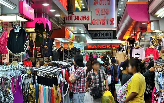 Dân nhà giàu xuất ngoại mua sắm cho Tết Nguyên đán