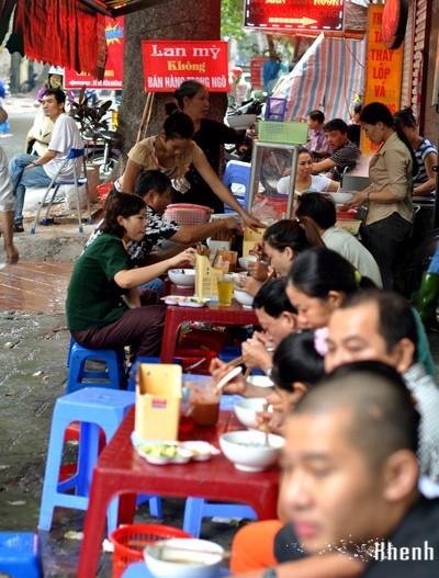 Ăn sáng ở những quán lâu năm nức tiếng Hà Thành