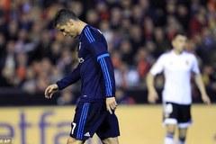 Bị đuổi người, Real đánh rơi chiến thắng trước Valencia