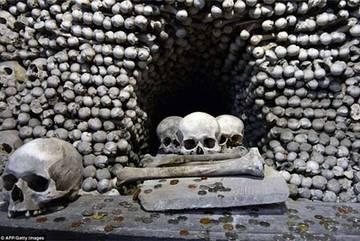 Kì lạ nhà thờ được trang trí bởi hơn 70.000 bộ xương người