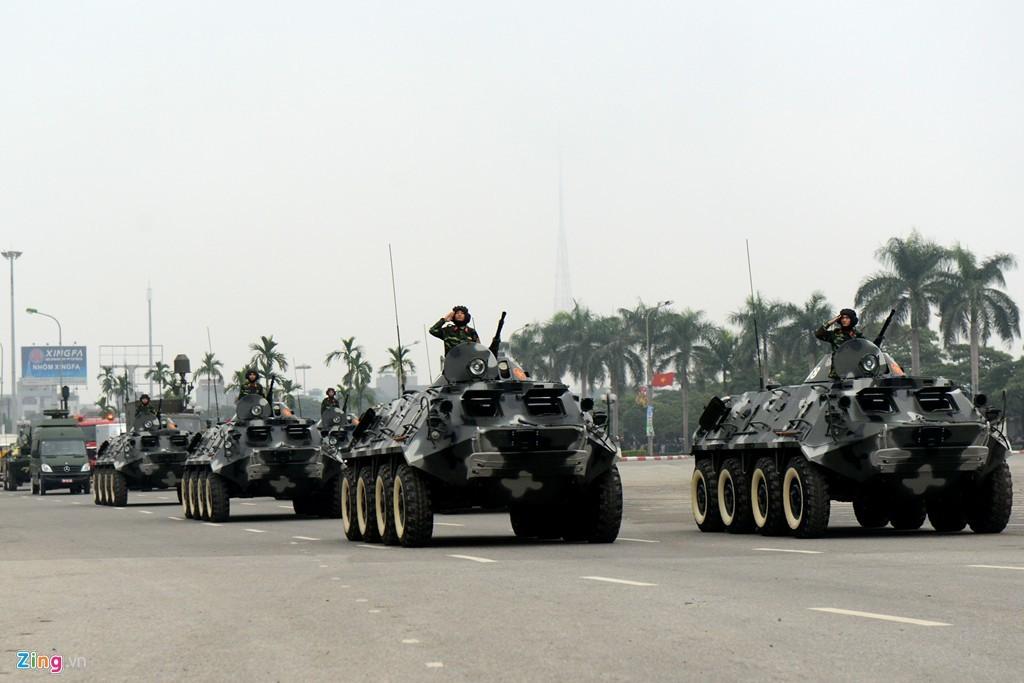 Dàn xe bọc thép chống khủng bố bảo vệ Đại hội Đảng