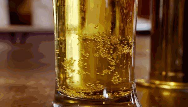 bia, sui bot, coc uong bia, meo vat, meo don gian, sủi bọt, nước ngọt có gas, cốc uống bia, mẹo vặt, mẹo đơn giản