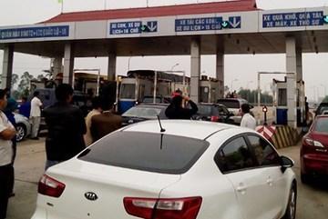 Bao vây trạm vé phản đối tăng phí giao thông