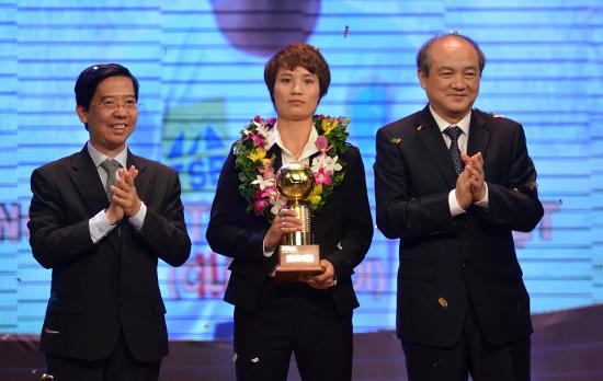 Lần đầu 'ẵm' Bóng vàng, Anh Đức và Minh Nguyệt nói gì?
