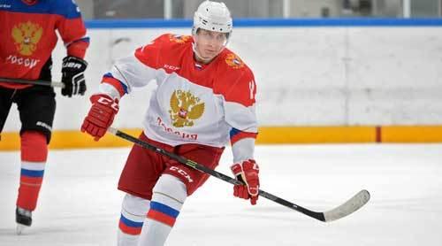 Putin chơi khúc côn cầu