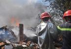 Hơn 100 cảnh sát ứng cứu vụ cháy xưởng gỗ 1000m2