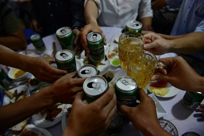 'Ở Hà Nội các bạn, chỗ dễ tìm nhất là quán bia'