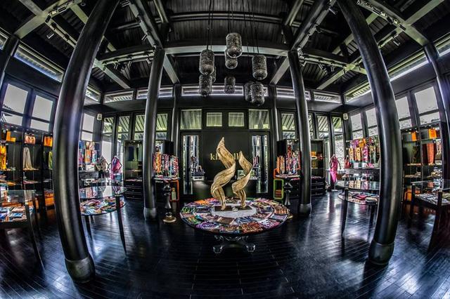 Đại gia Khải Silk: Bỏ nhạc viện đi buôn lụa xây lâu đài