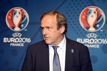 Platini tuyên bố rút khỏi cuộc đua ghế Chủ tịch FIFA