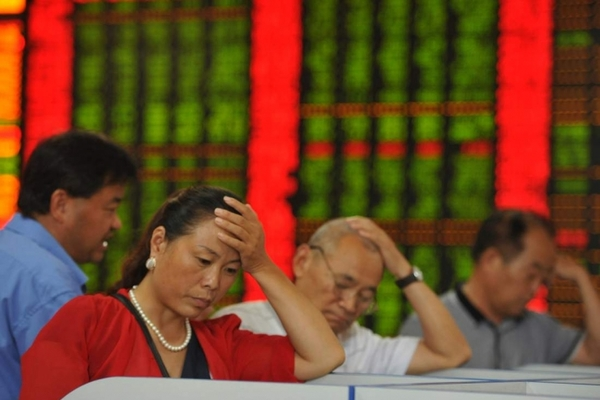Đổ dầu vào lửa: Trung Quốc trụ được bao lâu?